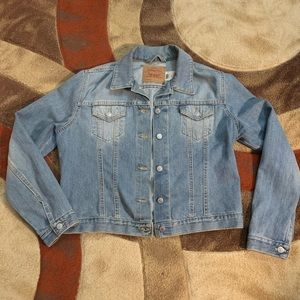Women's Levi denim trucker jacket